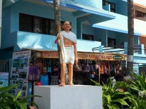 コヴァーラム・ビーチの立像