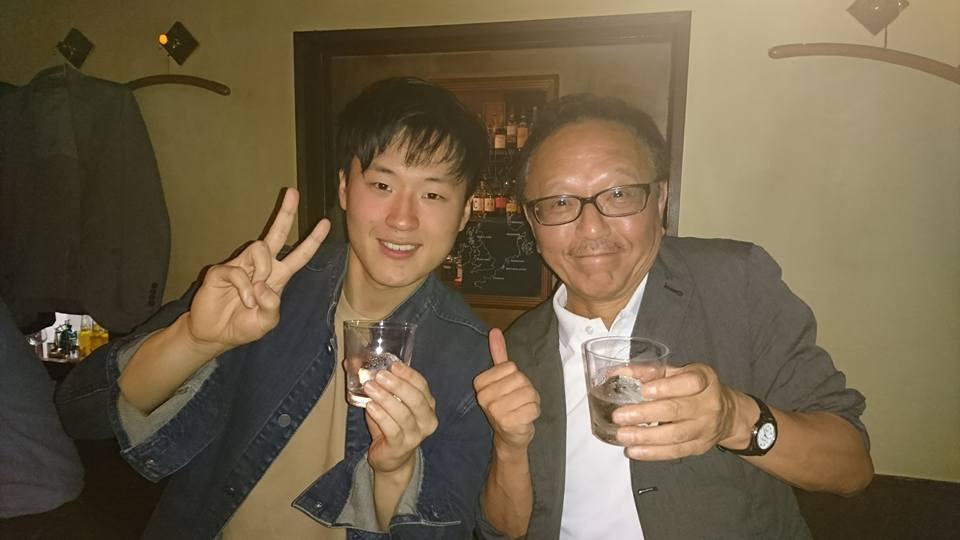 教え子との再会、バーでの極上のお祝い、喜ばしいメール……。