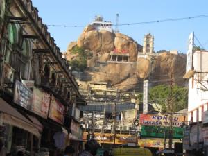 南インド紀行(14)~ティルティラパッリの岩山でロマンス話を