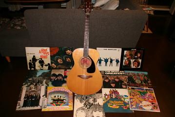 ビートルズをギターで弾き語り~♪♪♪