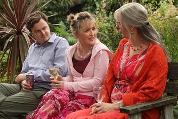 温かく厳しく人を見据えた英国映画~『家族の庭』