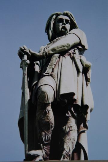 ウェルキンゲトリクスの像